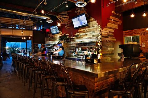 Salut Kitchen Bar - Interior 3