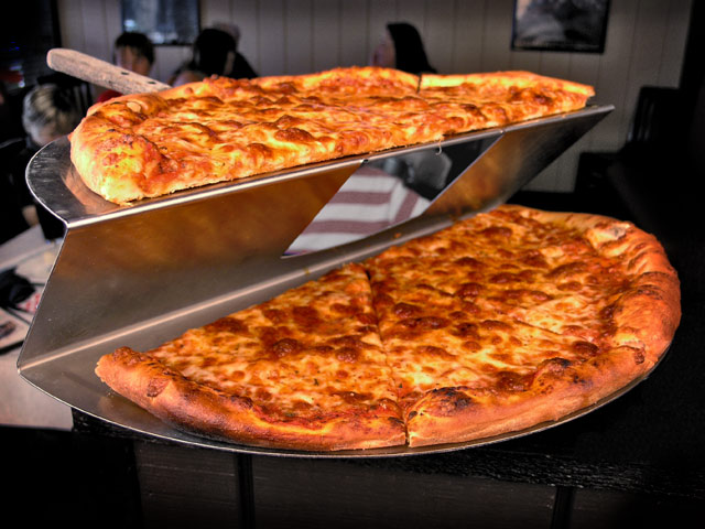 Holy-Smokes-American-Bistro-pizza