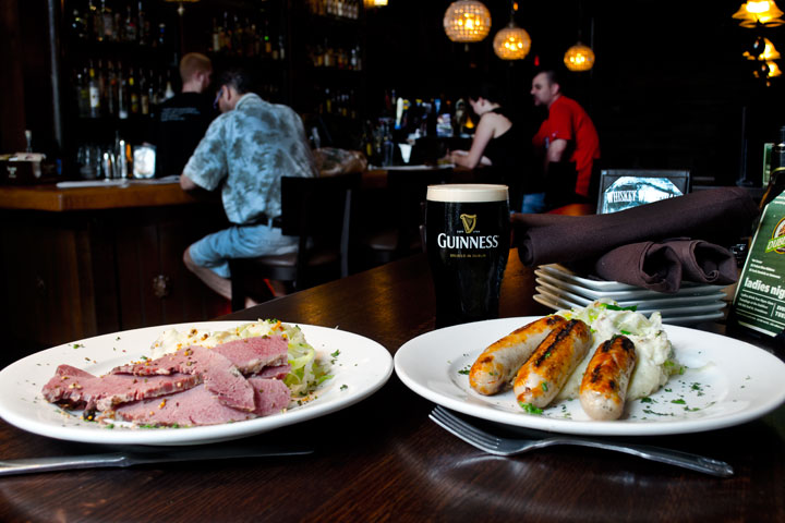 Dubliner-Irish-Pub-Ft.-Lauderdale-Bangers-andBeef