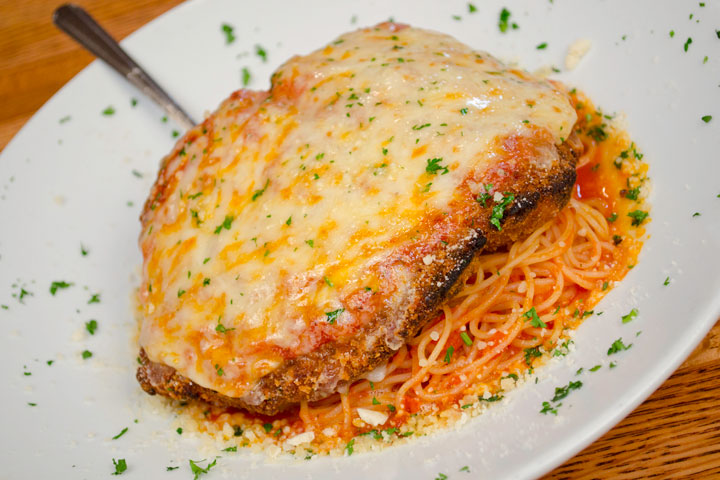 Tom-Sawyer-West-Palm-Shepherds-chicken-parm